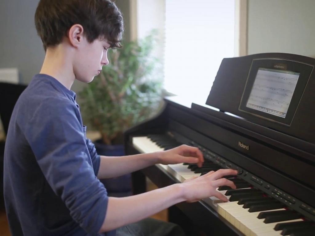 Kết quả hình ảnh cho cho trẻ học piano