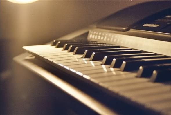 Giống và khác nhau giữa piano Solo và đệm hát